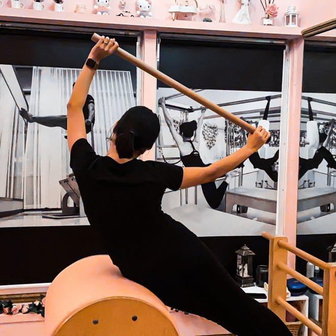 Pilates stretch met apparaten